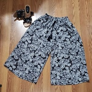 Capris widely pants with pockets